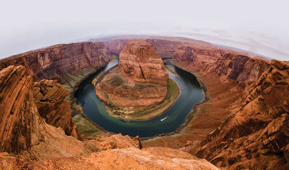 An overview of Horseshoe Bend between Grand Canyon and Bryce Canyon national parks