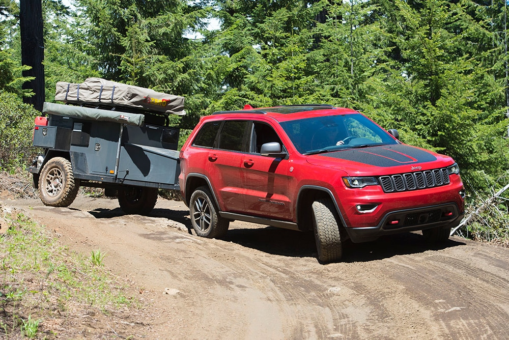 The Max Coupler swivel hitch allowed the Expedition to easily follow the off-road terrain, maintaining the Jeep Grand Cherokee Trailhawk's ride, performance and handling.