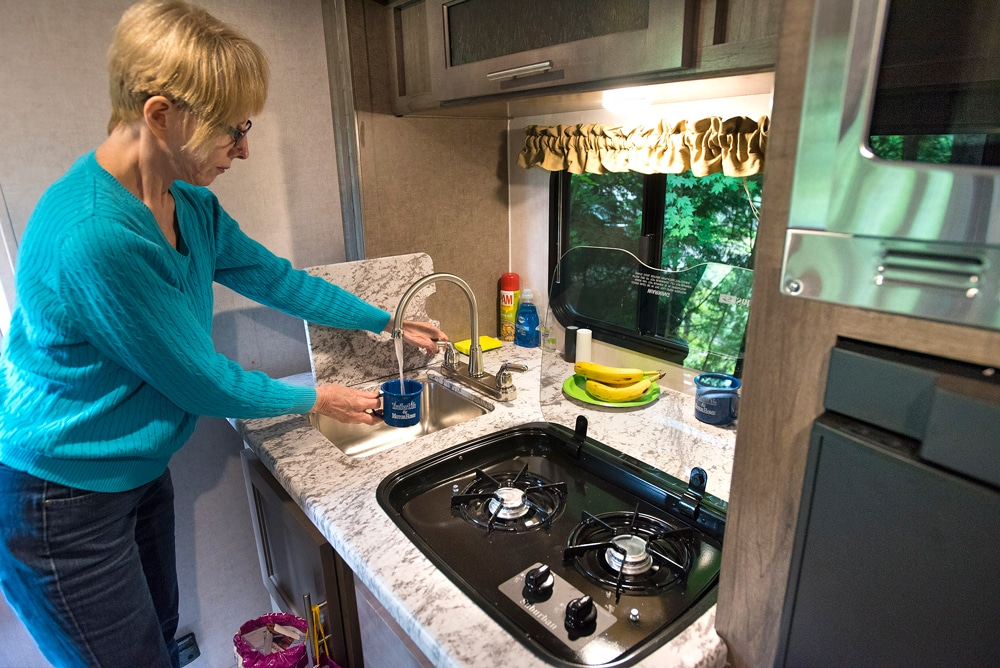 R-pod180-Galley-Sink-Stove