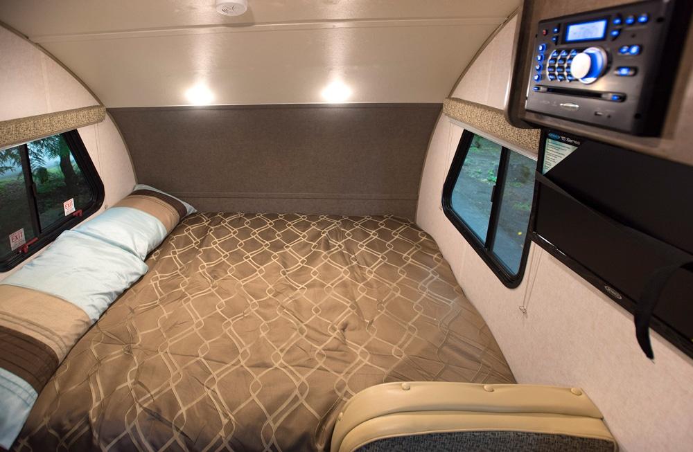 R-pod-180-Queen-Bed