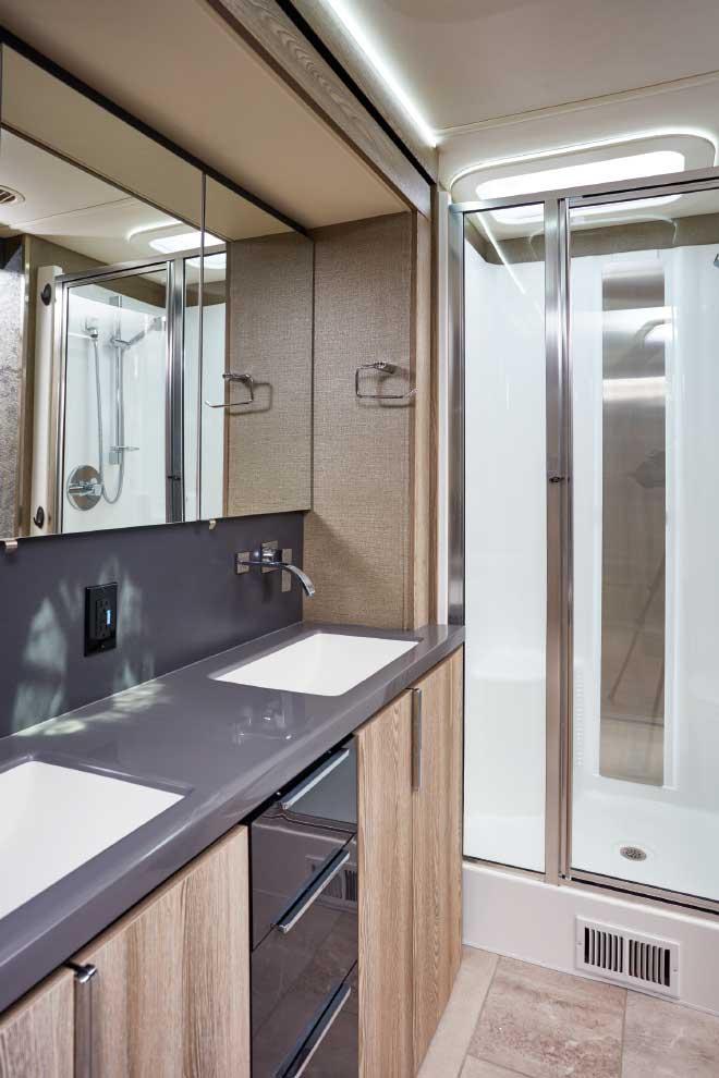 Winnebago Horizon bathroom