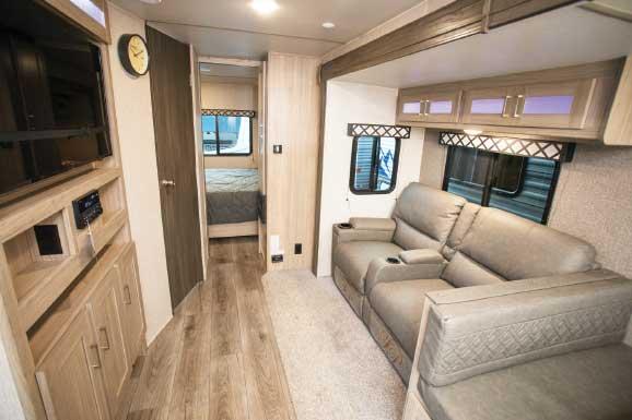 Coachmen Freedom Express Ultra Lite 259FKDS Interior