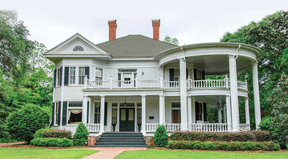 The stately grandeur of graceful antebellum mansions throughout Georgia evokes thoughts of a bygone era when life was lived at a slower pace.