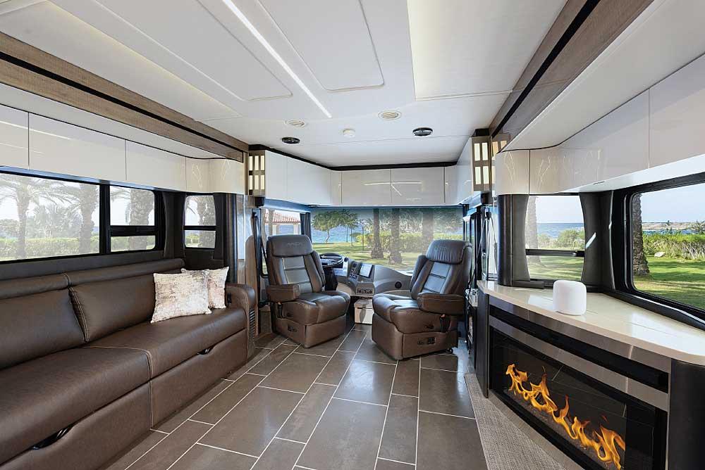 Luxury Motorhomes: Winnebago Horizon 40A Class A motorhome interior