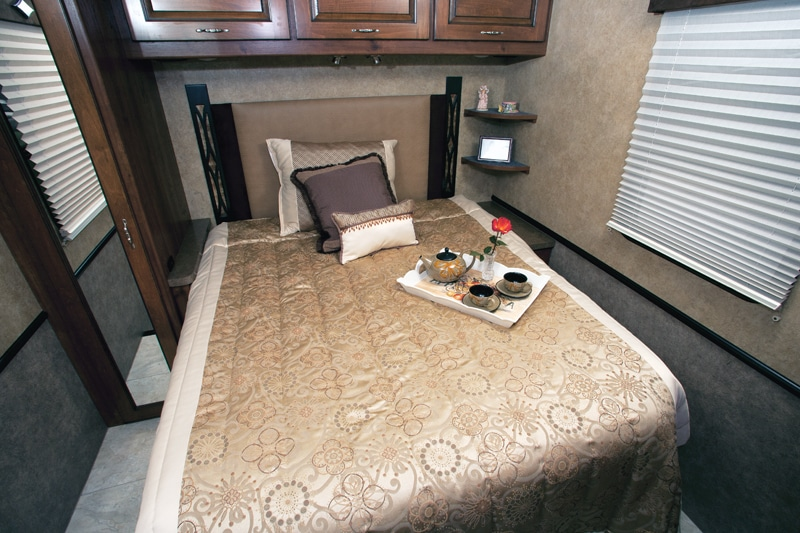 The rear bedroom has a 60-by-75-inch bed with adequate walk-around space of 23 inches curbside and 12 inches streetside.