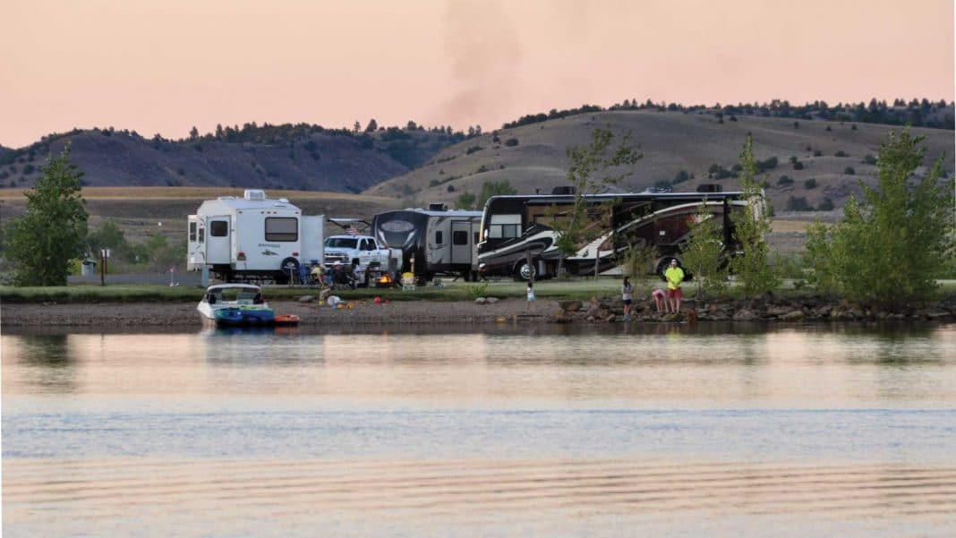 Campers enjoy a full-service campground at Tongue River Reservoir State Park that has a marina and boat dock.