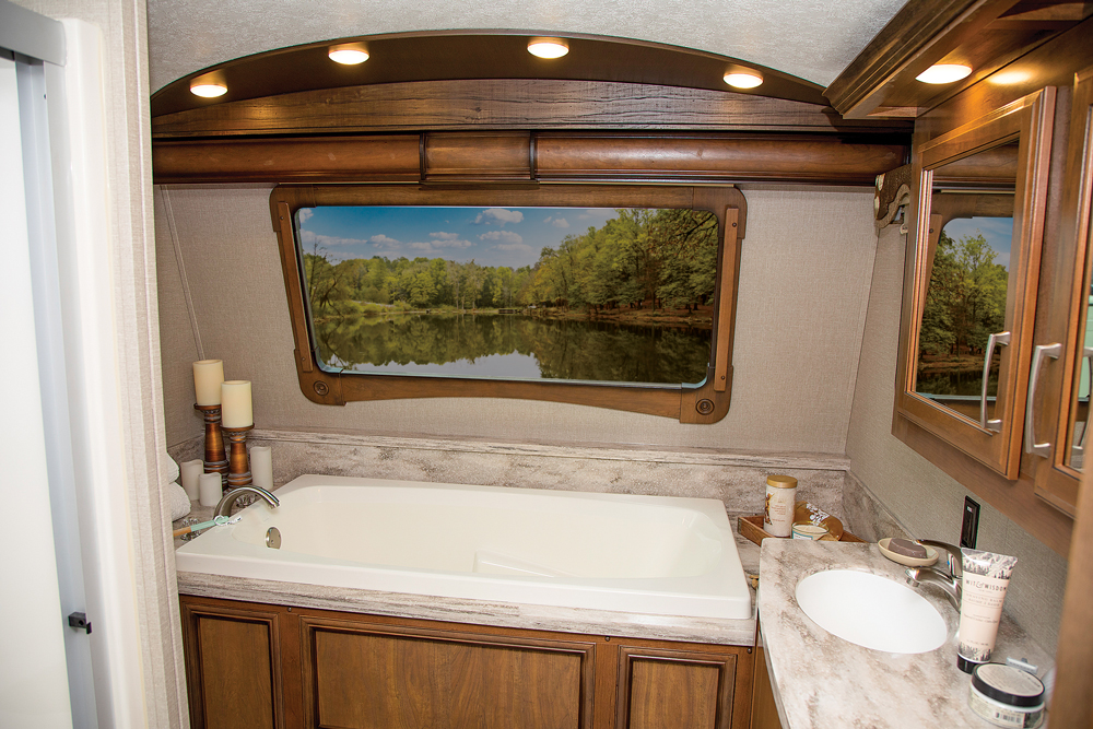 Nice RV bathroom with bathtub