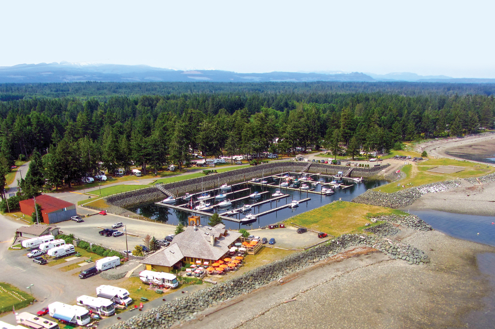 A short drive beyond the Comox Valley's northern boundary, Salmon Point Resort welcomes RVers to the town of Campbell River.