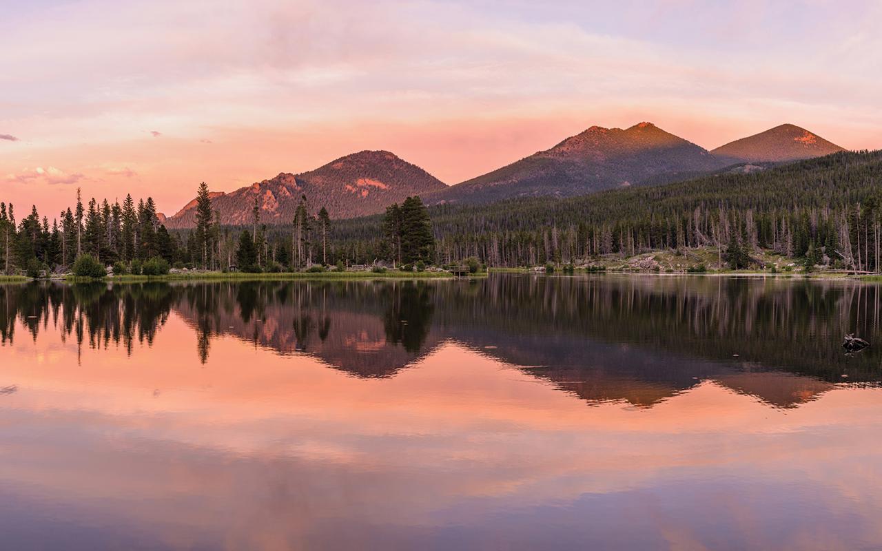 Sprague Lake, with views of Flattop Mountain and Hallet Peak