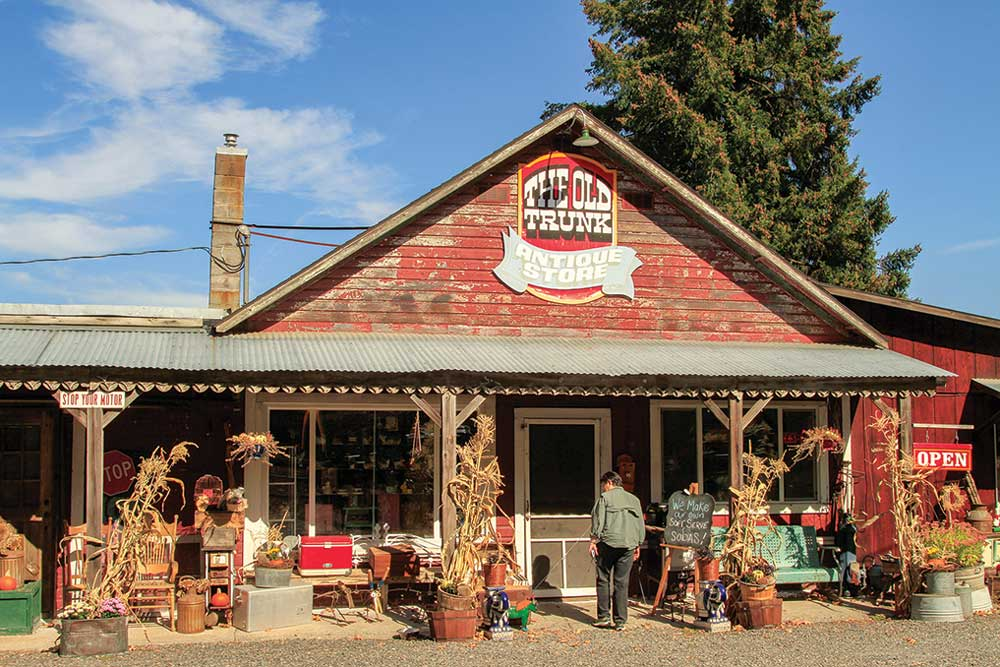 The Old Trunk, a combination fruit stand, soda fountain and antiques shop, on the Hood River County Fruit Loop.