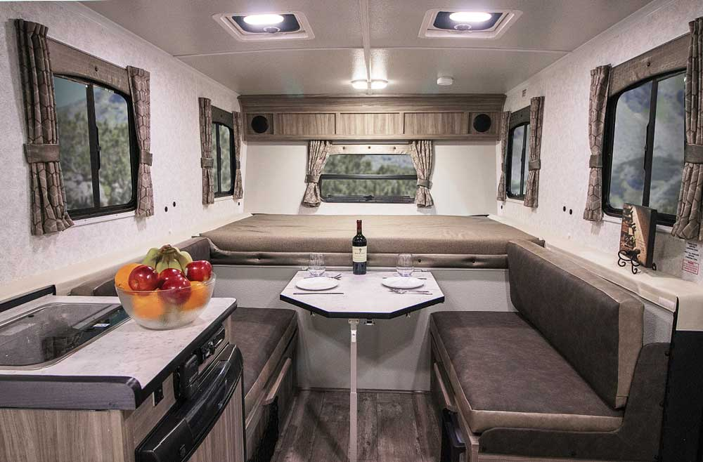 TrailManor 2518KB interior