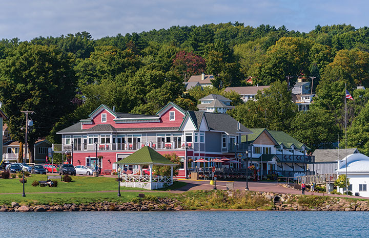 Harbor town at Lake Superior's south shore in Wisconsin and Michigan
