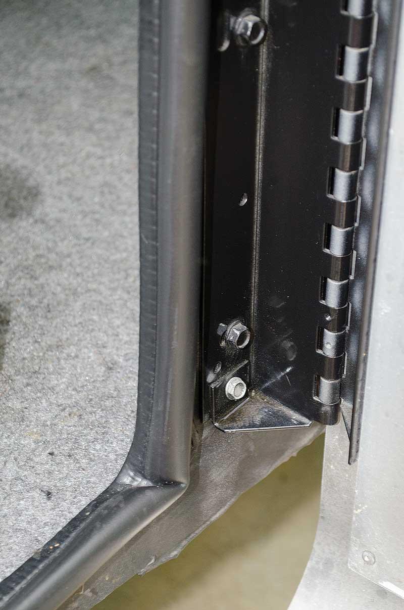 check cargo door bolts
