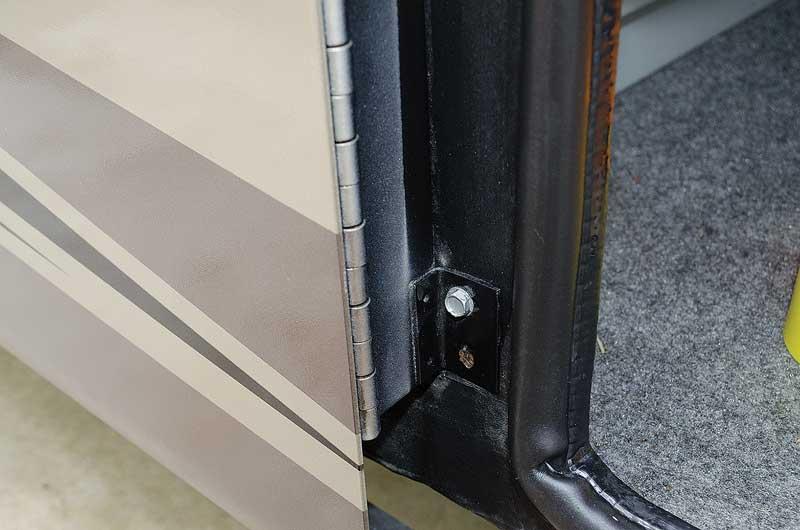 cargo-door-hinge-support-bolts