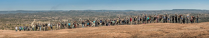 2018 RV Entrepreneur Summit participants pose for a group photo on a hike.