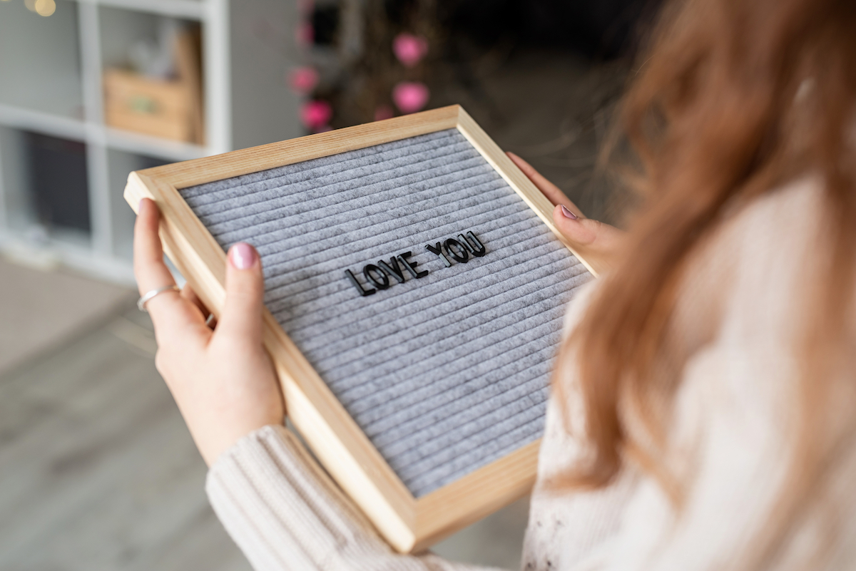 Love-You-Letterboard-Valentines-Day-Decor