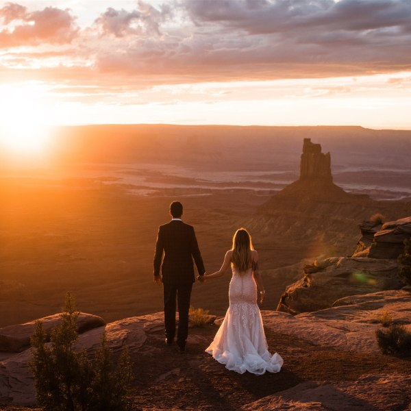 Desert adventure elopement. Image: The Foxes Photography