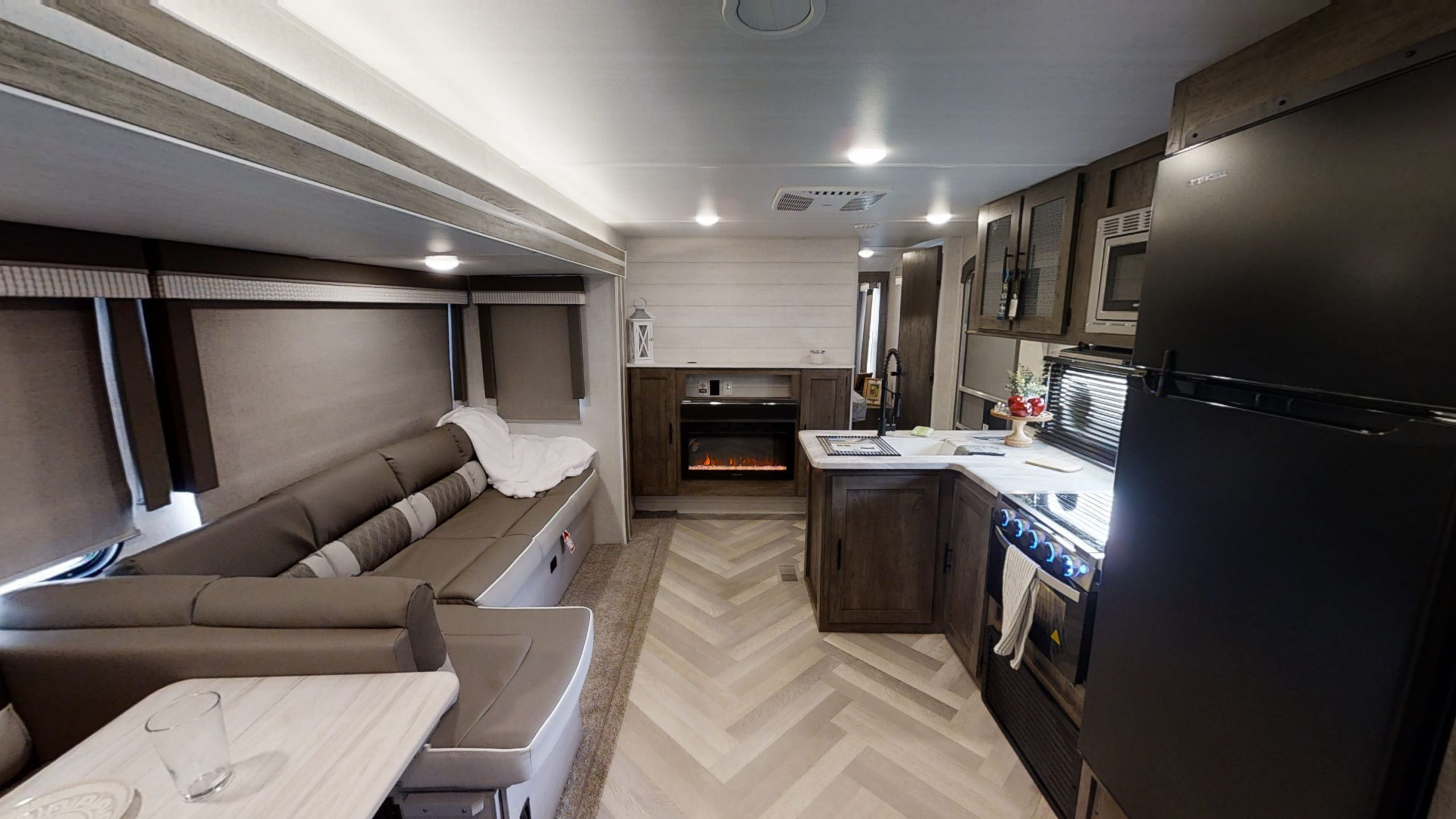 Travel Trailer: Forest River Wildwood 32BHDS
